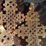 Cruces coptas doradas