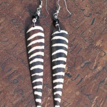 "Pendientes de hueso ""zebra"""