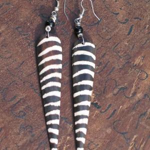 "Pendientes de hueso ""zebra"""