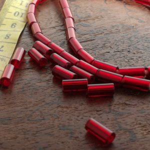 Abalorio cristal rojo tubo vintage