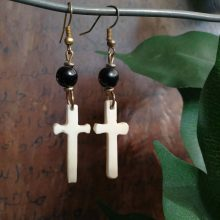 Pendientes hueso cruz latina